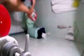 Une femme se fait piner par son chien