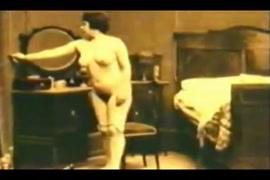 Sexe de fille de 20ans en rapport sexuelle avec le chient porno