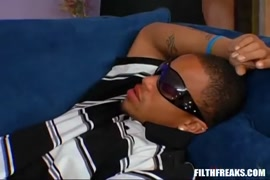 Il dort avec la femmevde son oncle