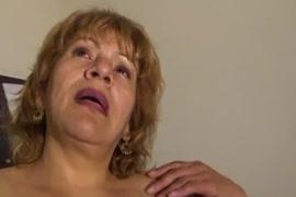 Xxx des femme qui se deshabille dans une biite de nuit